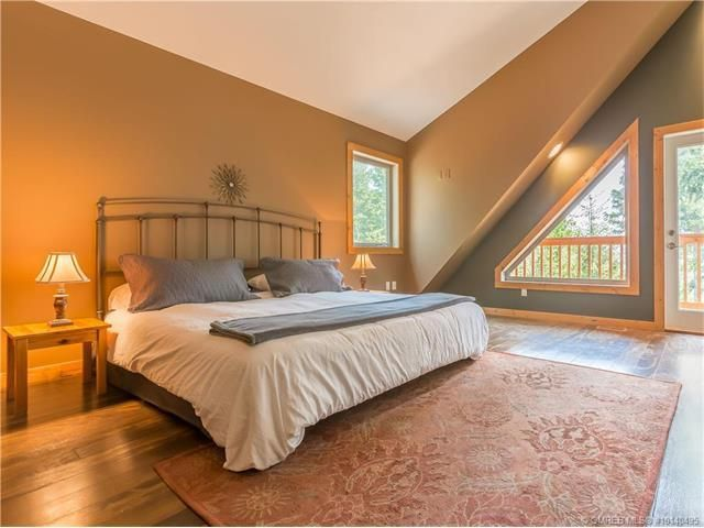 Master Suite 15' x 30', View of Okanagan Lake, Vault Ceiling, Romeo and Juliet Balcony