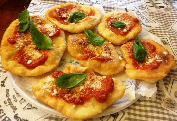 Montanare (pizzette fritte napoletane) #pizza #friedpizza #napoli #pizzette #montanare