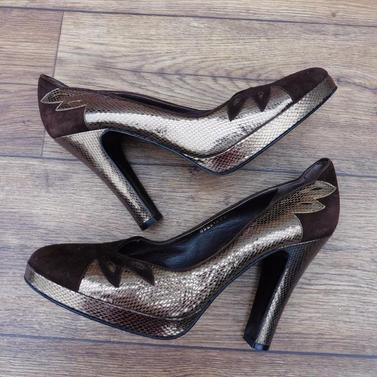 SIZE UK 6.5 SHELLYS BROWN SUEDE PATFORM COURT SHOES WITH GOLD SNAKESKIN DETAIL