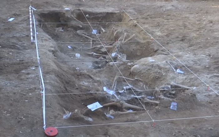 Une fosse commune, qui comprendrait les corps d'environ 500 personnes fusillées par Daech, a été retrouvée près de la ville irakienne de Mossoul.