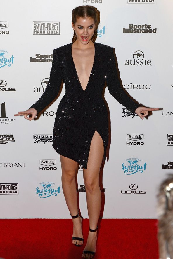 A magyar topmodell, Palvin Barbi a bikinimelléklet nagy partiján.