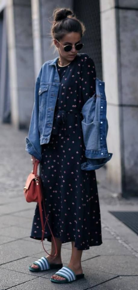 how to style a maxi dress : denim jacket + red bag + flip-flop