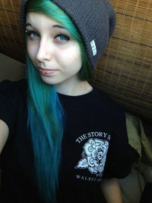 Scene hair - this girl looks like Luke Hemmings
