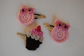 Akkurat nå synes jeg det er så fryktelig morsomt å hekle små ornamenter til å pynte hårklyper med.