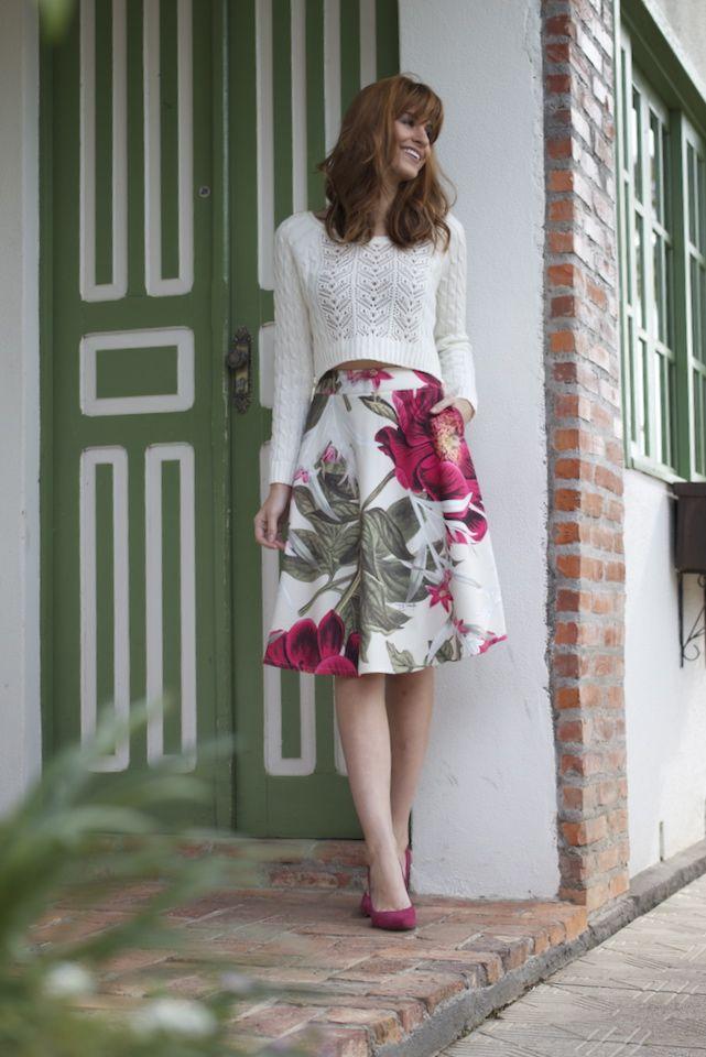 Tons pastel, floral, saia godê, salto... Alguém aí falou em feminina? Look perfeito para as românticas de plantão.