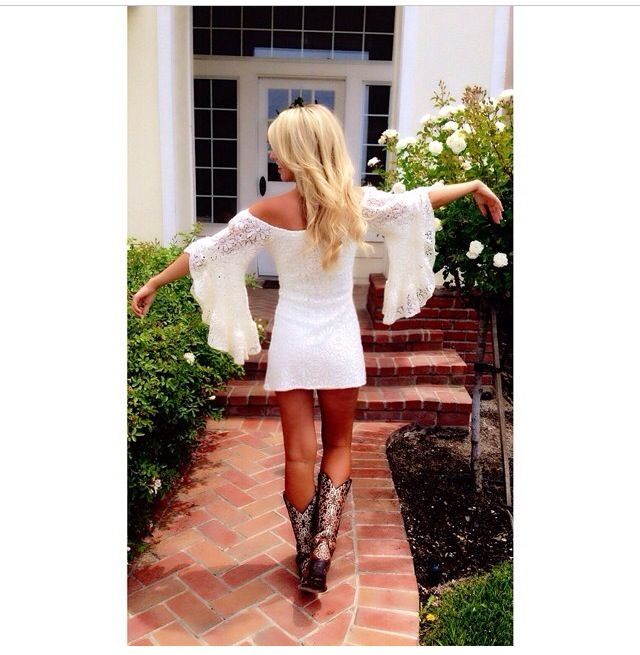 country style // little white lace dress with belled sleeves & cowboy boots