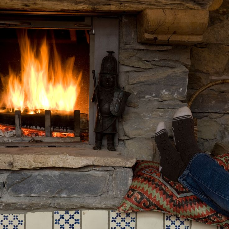A fireplace is a must, for the ultimate traditional chalet experience!⠀ ⠀ Imagine warming yourself after a cold day on the slopes in your chalet with an log burning fireplace.  Put your feet up and relax!