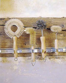 brushes // storage