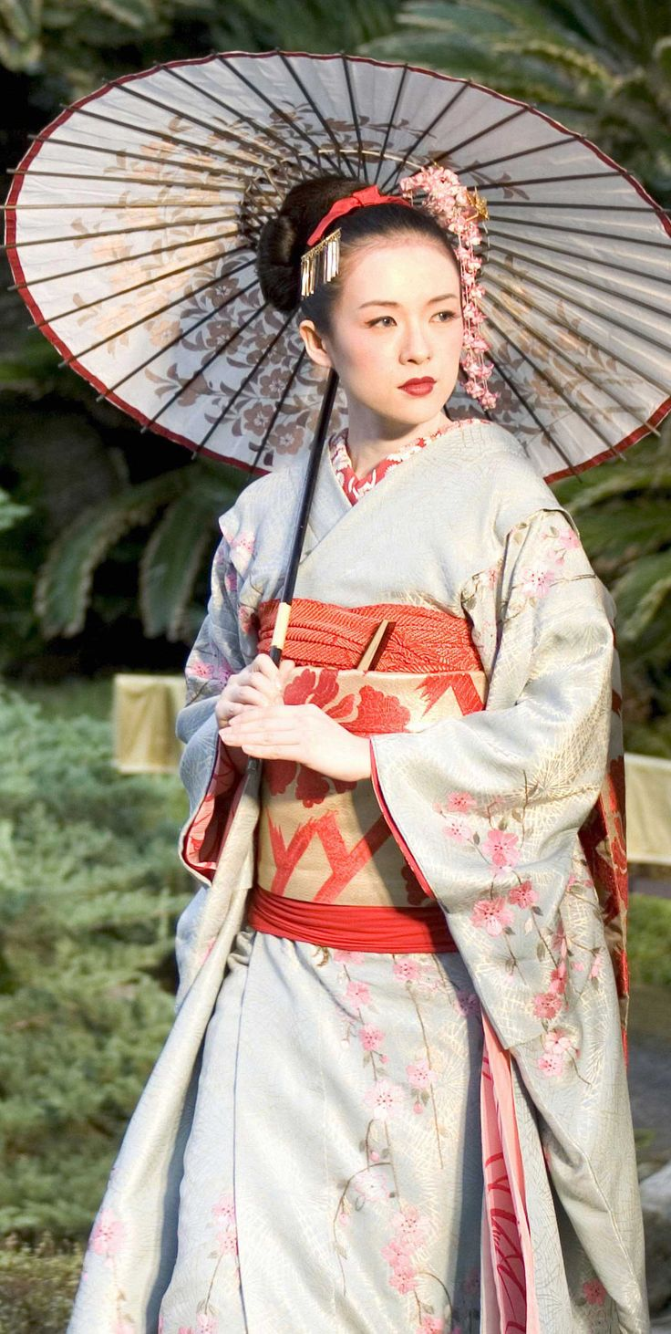 Sayuri (Ziyi Zhang) 'Memoirs of a Geisha' 2005. Costume designed by Colleen Atwood.