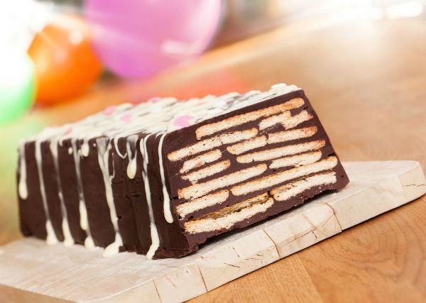 Κορμός σοκολάτας με μπισκότα και φιστίκια Αιγίνης
