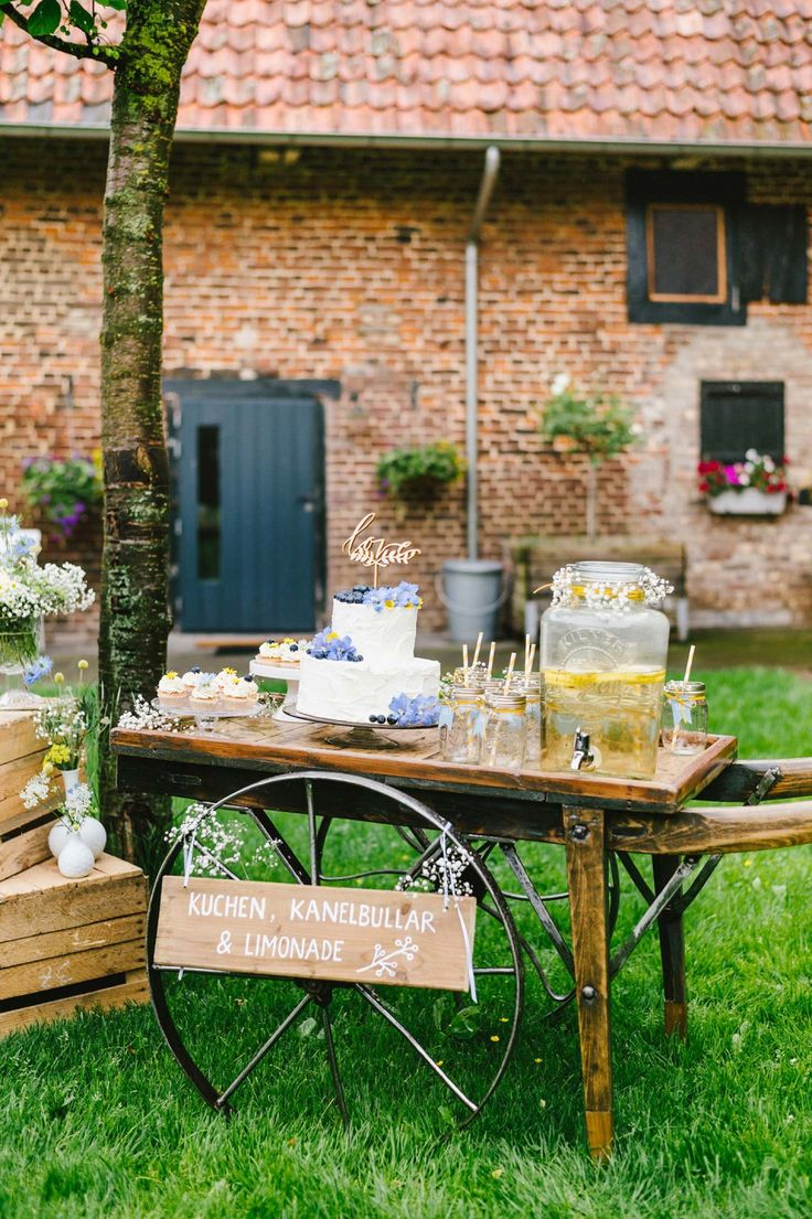 Swedish Midsummer: Boho-Liebe unter freiem Himmel HANNAH GATZWEILER http://www.hochzeitswahn.de/inspirationsideen/swedish-midsummer-boho-liebe-unter-freiem-himmel/ #wedding #boho #cake