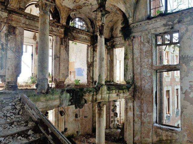 The Stalinist Grandeur of Abkhazia's Abandoned, Crumbling Sanatorium Zoloto