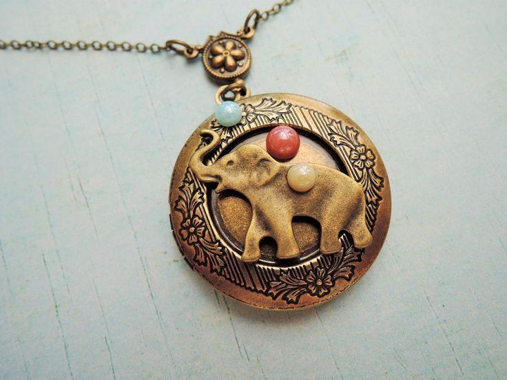 Lockets – Locket Elephant Antique jewellery – a unique product by MadamebutterflyMeagan on DaWanda
