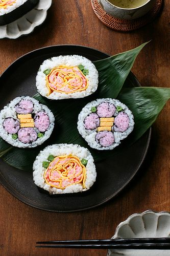 Matsuri-zushi (decorated sushi roll) is a traditional sushi roll of Chiba region in Japan.