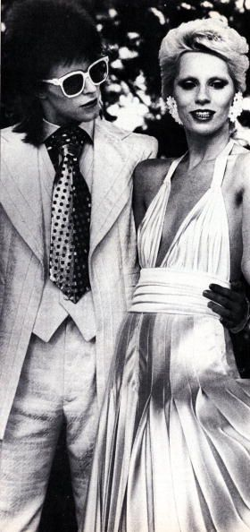 Photo d'actualité : Photo of Angie BOWIE and David BOWIE; posed with...