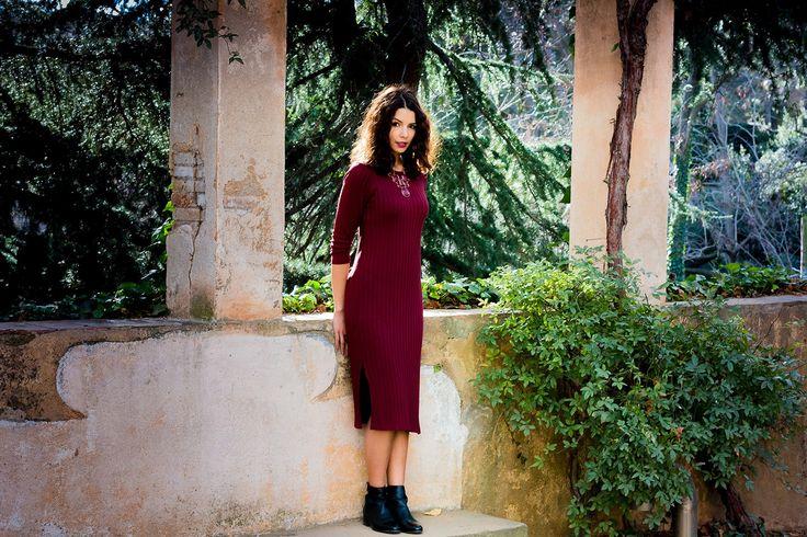 Je suis une autre. Robe Mango au labyrinthe d'Horta: http://safiavendome.com/je-suis-une-autre/ Photo: Guilhem Nellim