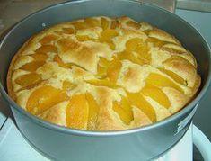 Zutaten 1 Dose Pfirsich(e) 175 g Zucker 4 Ei(er) 200 g Butter, weiche 1 Pck. Backpulver 2 Pck. Vanillezucker 1 Pck. Puddingpulver (Vanille) 80 ml Milch 400 g Mehl Fett für die Form Zubereitung...