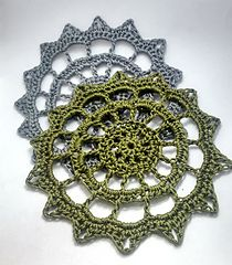 Sunny Doily (8cm) - Free crochet pattern by Sophia Yoon.