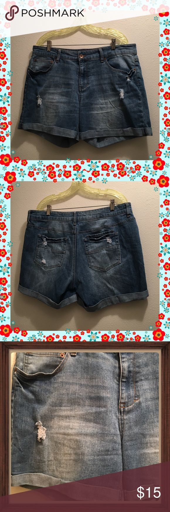Like New Bongo Rolled Jean Shorts SZ 15 Purchased in a 15 & 13, walked around the house with these on, took them off and only wore the 13's so you could consider them like New coming right from the store. They are made exactly as they are, rolled up legs, I forgot I pinned them up so they wouldn't unroll in the washer, will remove the little safety pins before sending out lol. They are a light blue, again the lighting in this house is terrible. BONGO Shorts Jean Shorts
