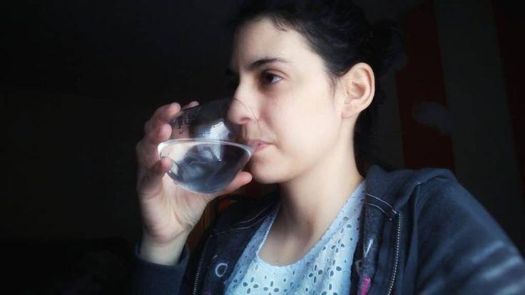 Para que te miento y los beneficios de tomar agua tibia son muchisimos y cada resuelta que se demuestra que es mejor que la fria la caliente