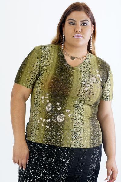 #green #tshirt #design #clothing #90s #1990s #vintagefashion #fashionable #retro #funky #shirts #tops #plussize #plus #curvywomen #curvygirl #floral #flowers #flowerpower #girlpower #bodypositivity #powerful #beauty