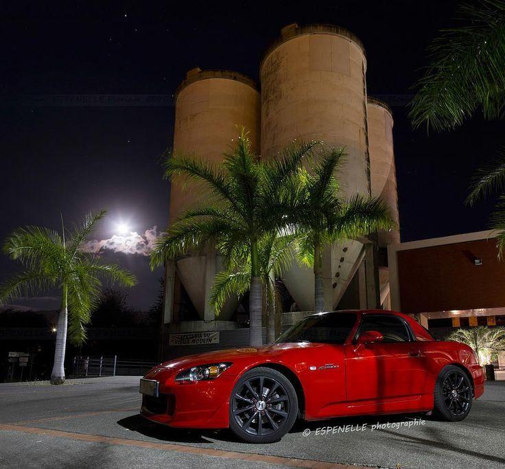 Voici une photo prise hier soir.  Une belle Honda S2000.  #honda #hondalove #hondalife #s2000 #ap1 #ap2 #vtec #hondanation #canon70d #canon #raw #photographie #lareunion #reunionisland #974 #followme #nofilter #carporn  #IleDeLaReunion #nightlight #longexposure #jdm #usdm #lfl #racing  #canon_photos by espenelle_photographie_cars