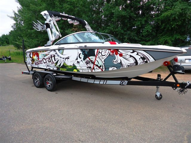 mastercraft boat company with the sirlin wraps flying skull design boatwraps wraps boatgraphics