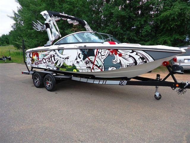 mastercraft boat company with the sirlin wraps flying skull design boatwraps wraps boatgraphics