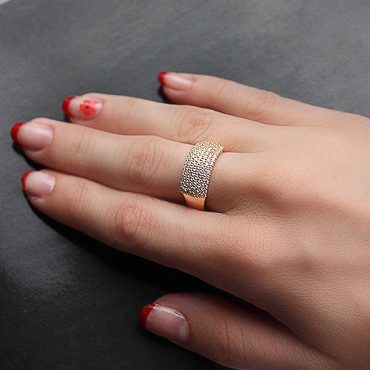 Вы не поверите, но золото имеет свойство согревать. Так что, вооружайтесь горячим чаем, пледом, интересными книгами, украшениями от Zlato.ua и вперед встречать зиму!  #ring #zlato_ua #gold #jewelry #fashion #ukrainejewelry #gold #jewelrykiev #kievshop #style #украшение #кольцо