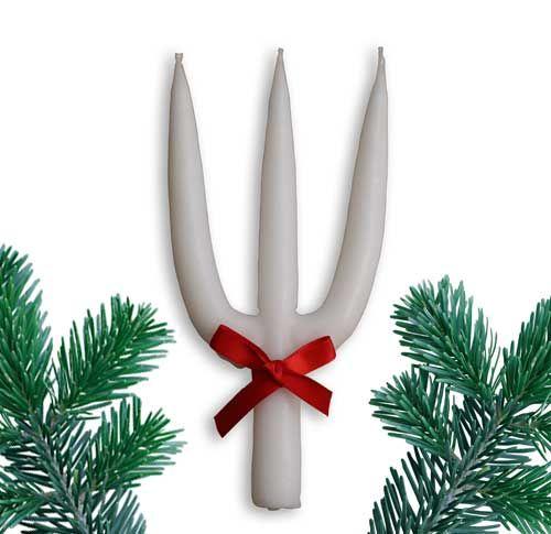 Dette Hellig-tre-Kongers-lys er fremstillet efter den gamle metode med hånddybning af opbunden bomuldsvæge i smeltet lysmasse. Ifølge traditionen slutter julen med Hellig-tre-kongersaften den 5. januar, som fejres med grød og klipfisk. Men selve den kirkelige festdag er den 6. januar. Lysets tre