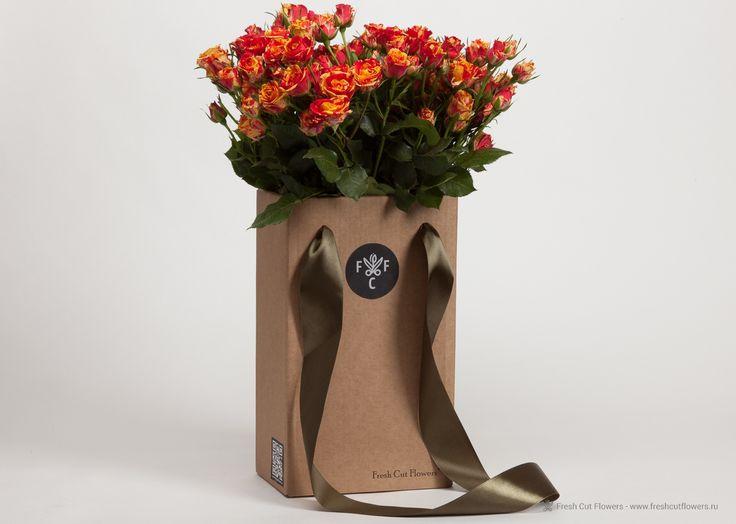роза кустовая поставляется в комплекте с вазой