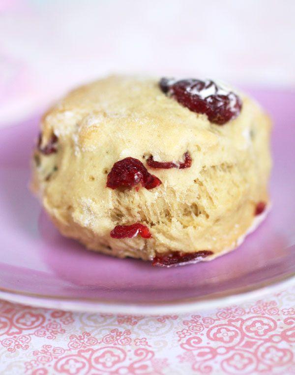 Tea time ! Scones cramberries & carrot cake