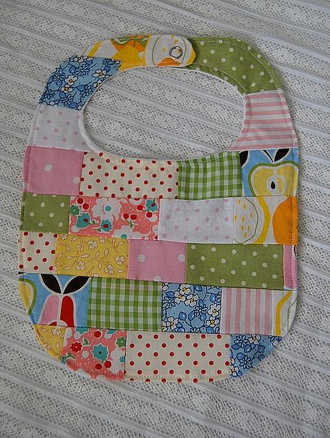 patchwork bib :: babero lindisimo