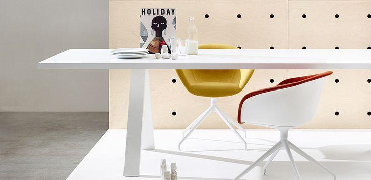 Table de Réunion Cross par Arper, design Fattorini+Rizzini+Partners