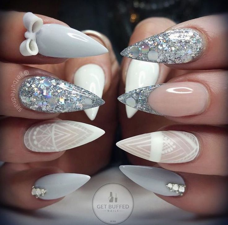 A gorgeous set of nails can dictate our mood, these would have us feeling good all day long xx