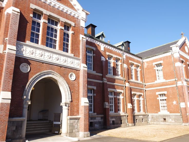 MOMAT Crafts gallery. It renovated the Japanese Imperial Guard's headquarter.