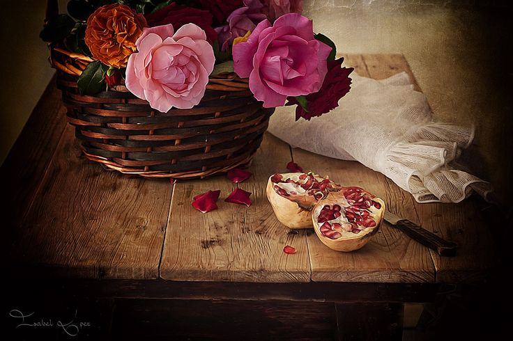 Photo Rosas y granadas!!! by Isabel  López on 500px