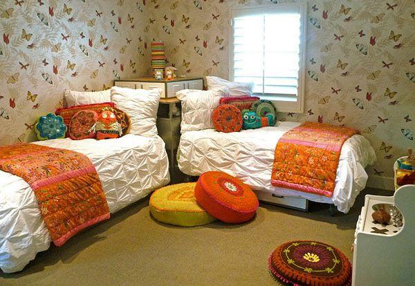 Две угловые кровати в детской