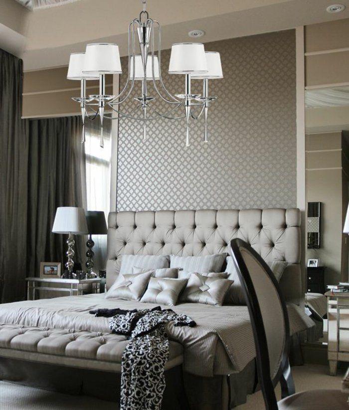 joli lit captionné dans la chambre a coucher moderne grise