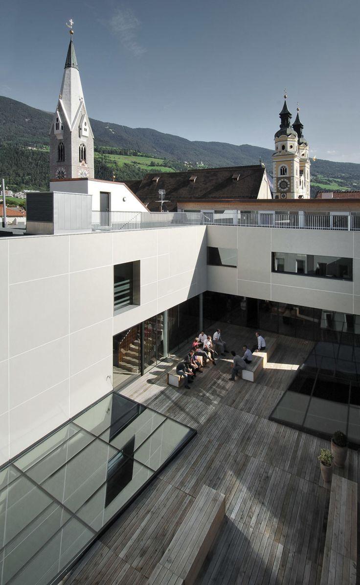 Oskar Da Riz, weber+winterle architetti · Ristrutturazione Banca Popolare dell'Alto Adige_2008 · Divisare