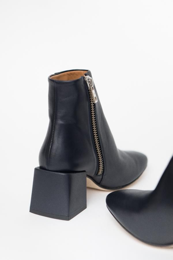 Loq Lazaro Boot In Nuit Calf Leather Ankle Boot With Inside Metal Zipper Leather Heel Covered In Leather Note Boots Outfit Ankle Boots Wearables Clothing