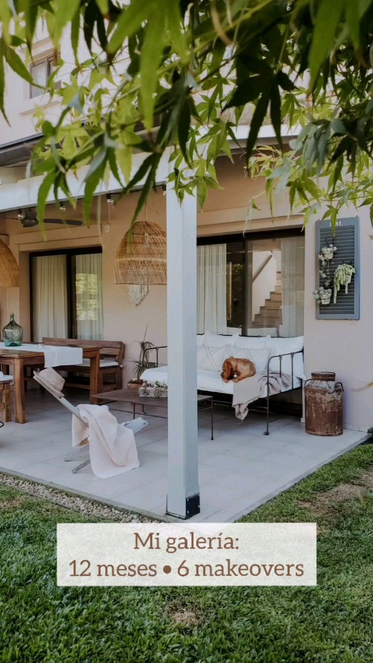 Small Front Porches, Farmhouse Front Porches, Budget Patio, Diy Patio, Fall Home Decor, Autumn Home, Porch And Terrace, Porch Swing, Small Covered Patio