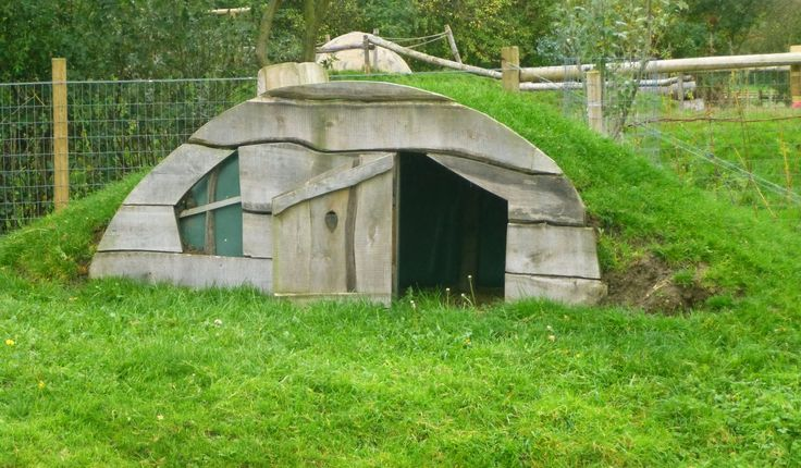 hobbit style pig pen - OMG this is cute and funny - if my cousin becky ever gets a pig she would totally do this!! I have to pin this to her next