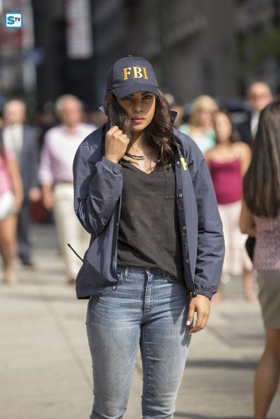 "#Quantico 1x01 ""Run"" - Alex (star, Priyanka Chopra)"