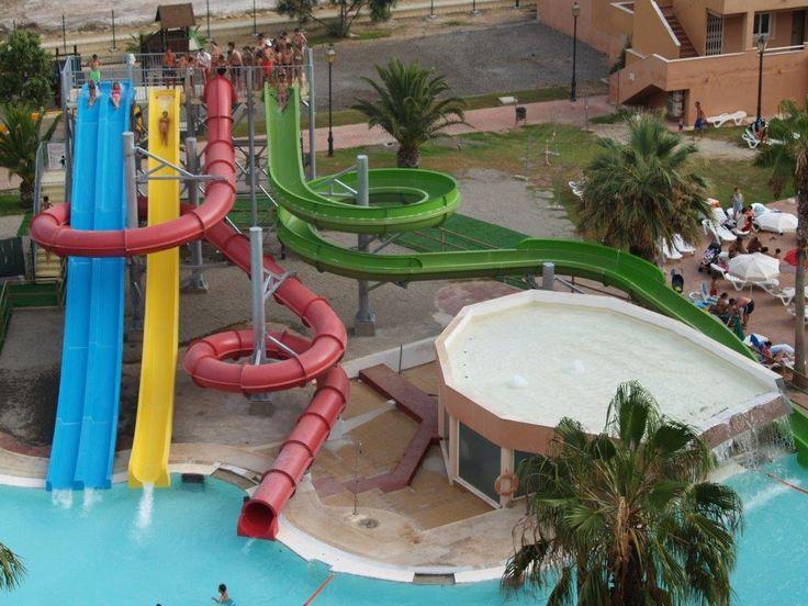 Toboganes aqua park en hotel ath las salinas park 4 for Hoteles con piscina en almeria