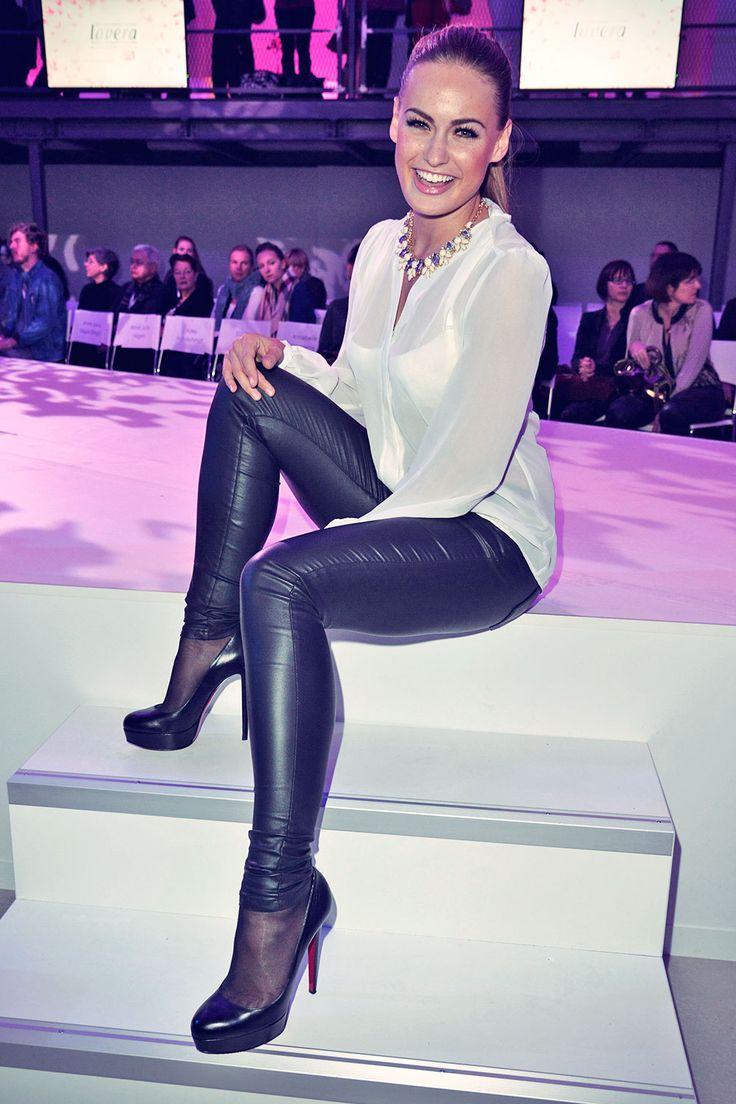 17 best images about leather leggins on pinterest elle macpherson fur and fur coats. Black Bedroom Furniture Sets. Home Design Ideas