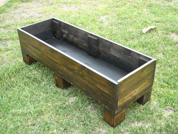 Planter made out of an old pallet.