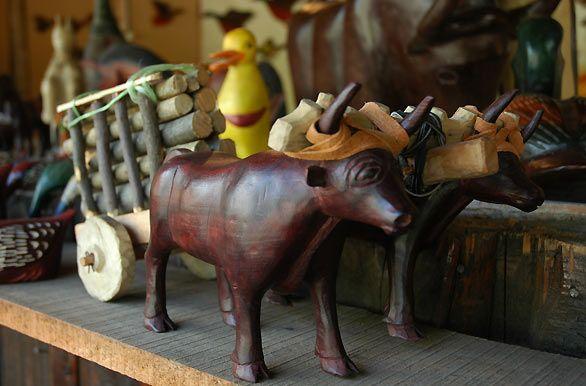 Artesanías de madera - Pucón, Autor: Jorge González