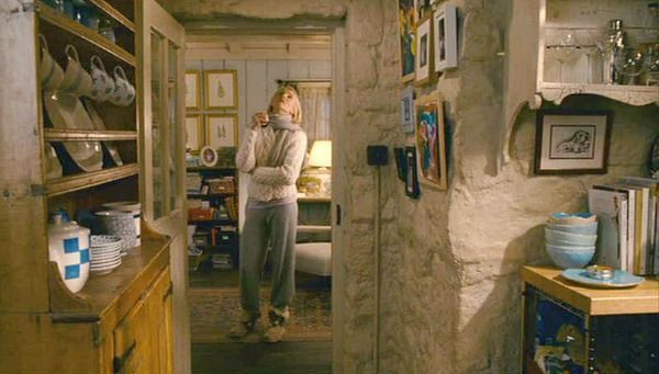 One of the first movies I featured on my blog, back in 2008, was The Holiday, starring Cameron Diaz, Kate Winslet, and several really great houses. But since then I've gotten a lot more photos and ...
