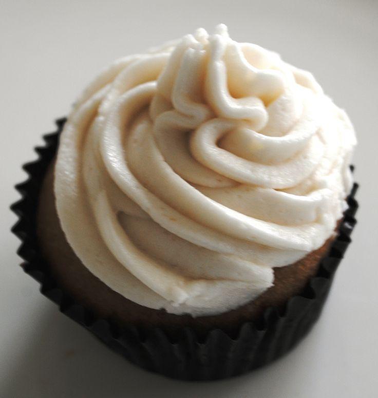 Cupcakes de Vainilla o Chocolate con frosting de Vainilla: libre de leche-caseína-lactosa, libre de soya-lecitina, libre de huevos, libre de nueces, libre de sésamo, libre de colorantes. Además opciones libres de maní y libres de gluten.